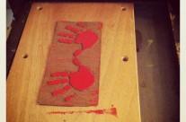 Main enfant Linogravure